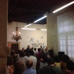 Un momento de la inauguración. Al fondo, a la izquierda, el Alcalde de Santiago, Martíño Noriega.