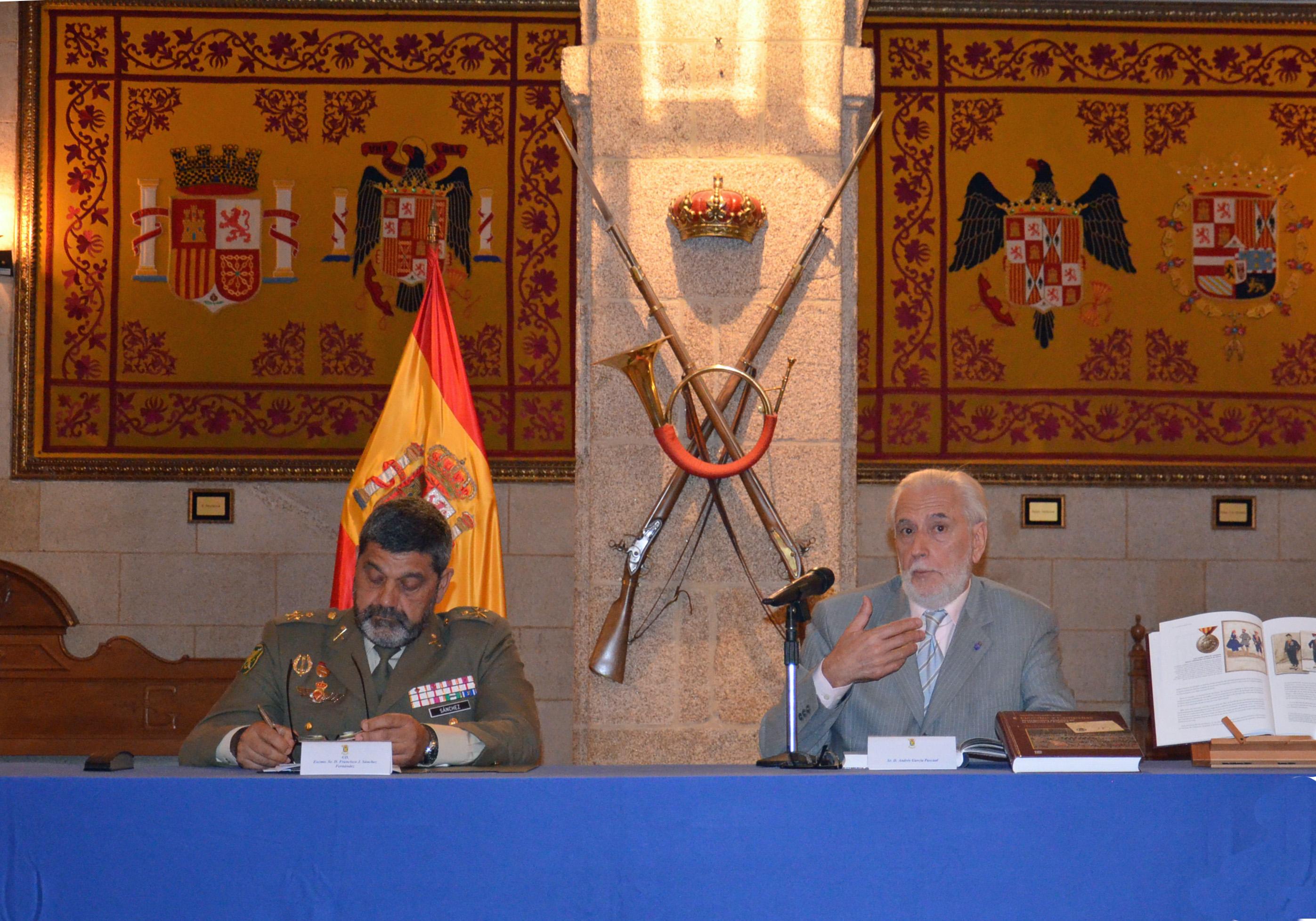Excmo. Sr. D. Francisco Javier Sánchez Fernández, General Jefe de la FLO y D. Andrés García Pascual.