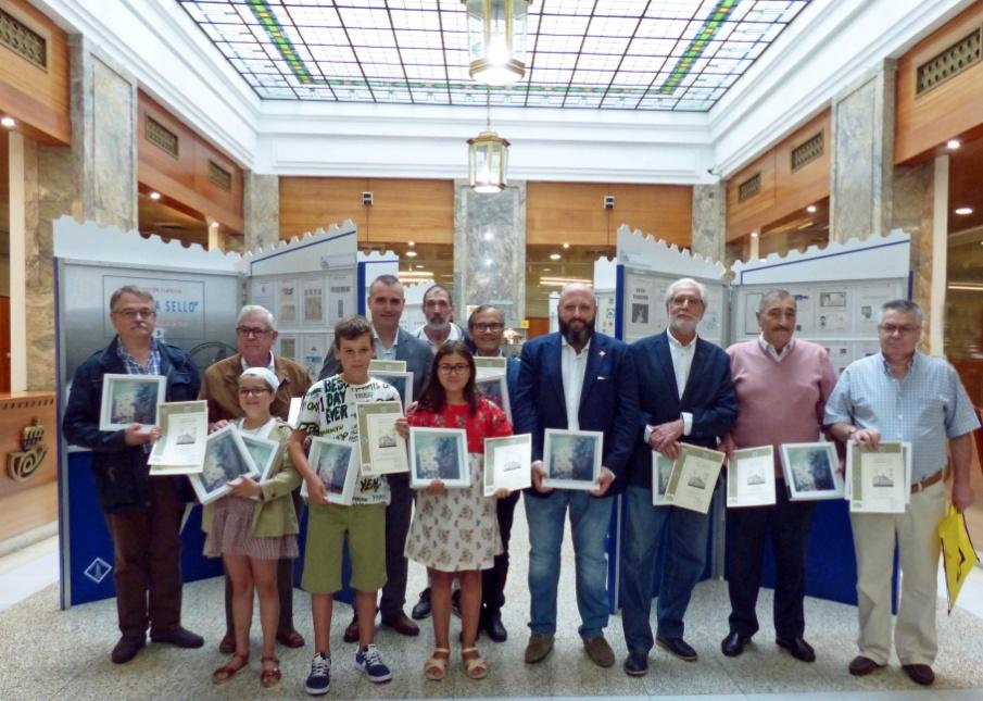 2019 09 06 Expositores con los trofeos en el actode clausura