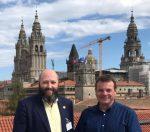 Presidente de la Sociedad Filatélica de A Coruña, José Luis Rey Barreiro saluda al nuevo Director de la Zona 1 de Correos, José Ángel Del Rio Tembras.