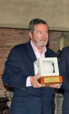 Premiado con el trofeo